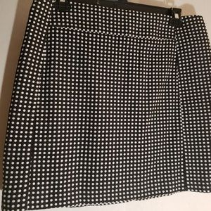 'The Loft' Black and White Skirt (mid-thigh)